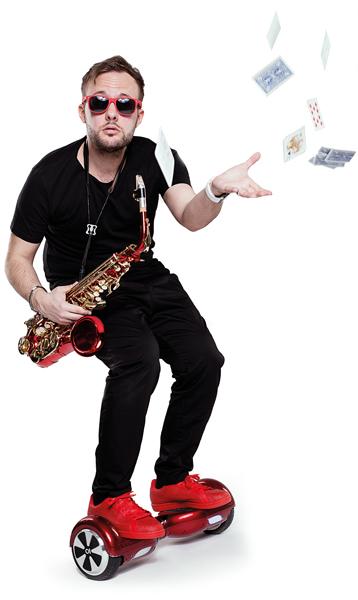 Bild vom Event-Saxophonist Christian Gastl auf Rädern. Genannt Sax On Wheels!